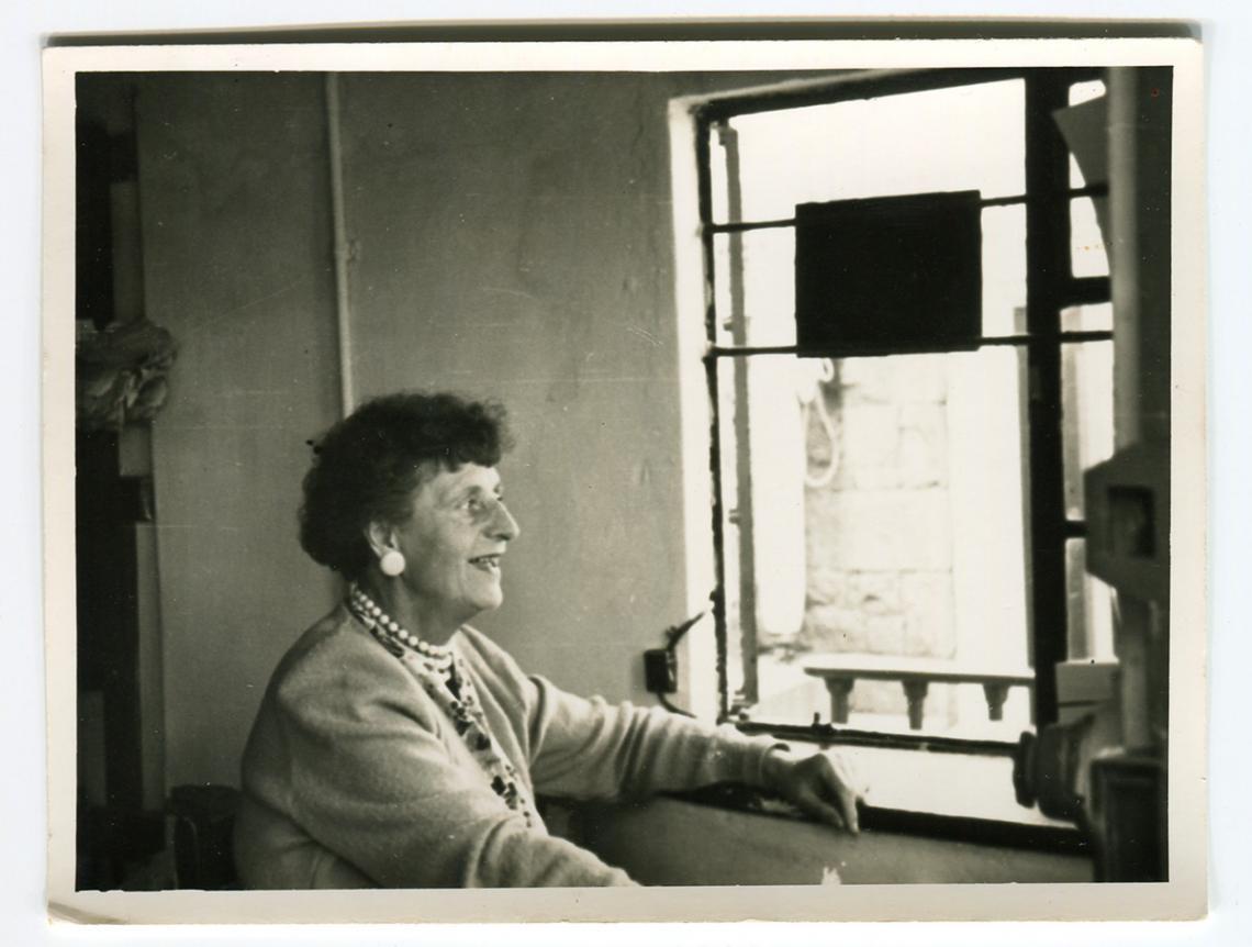 Cashier Dorothy Rowe