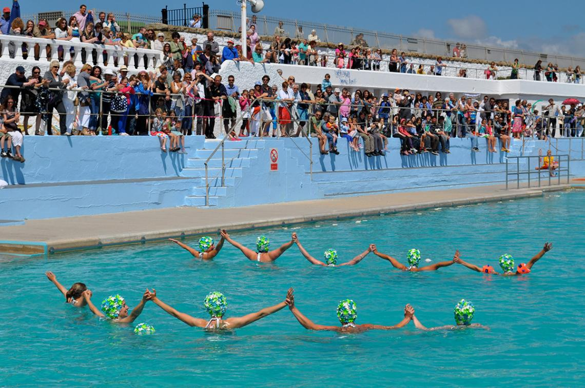 Synchronised swimmers in formation at Art75