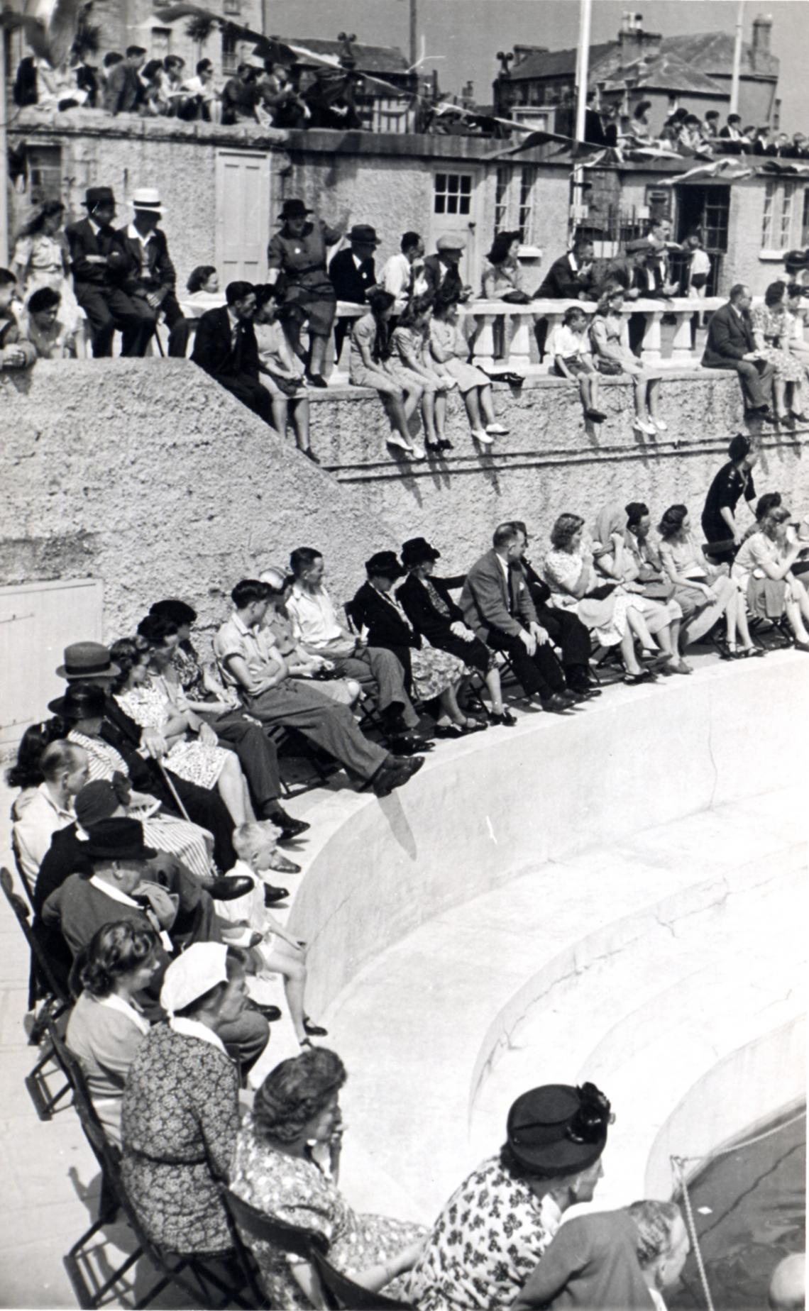 Crowds on the terrace