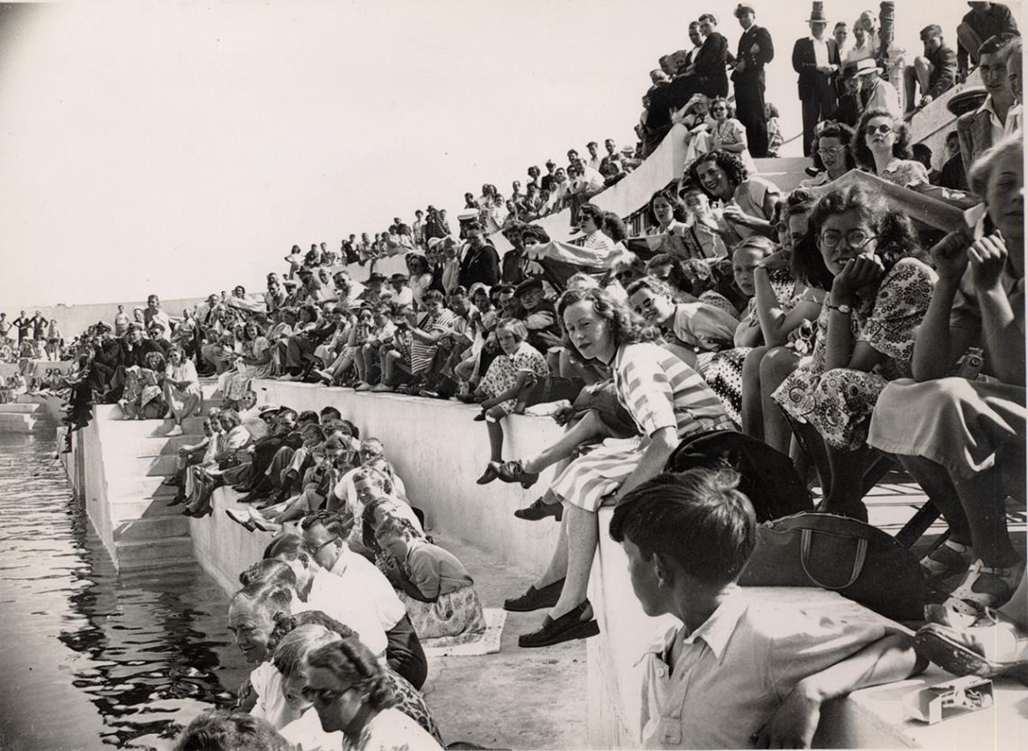 Crowds on terraces