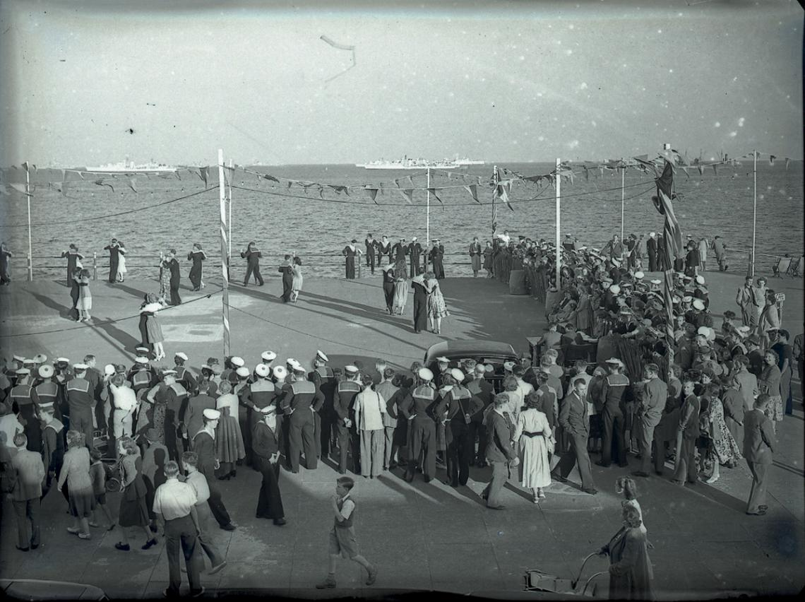 Sailors of Western Union Fleet dancing (2 of 2)