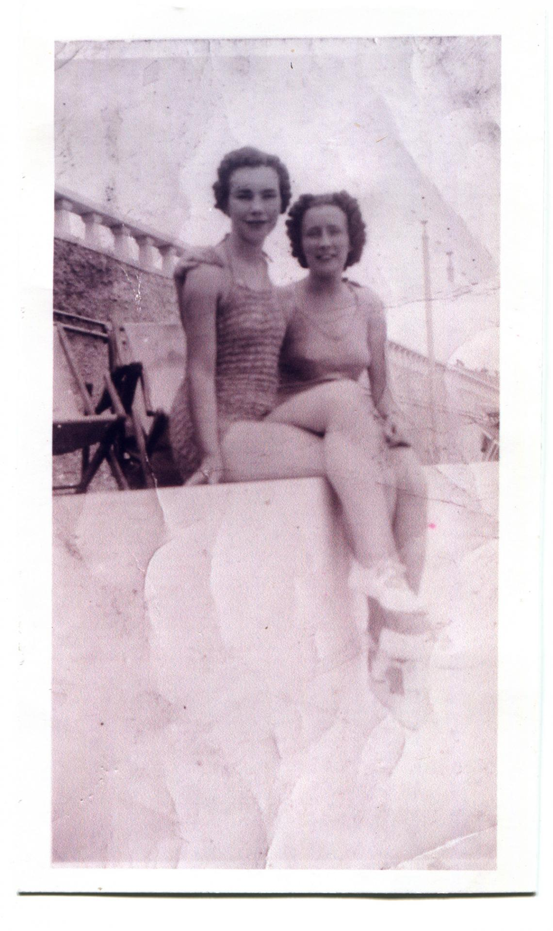 Ursula Pascoe and Myrtle Rowe at the Jubilee Pool