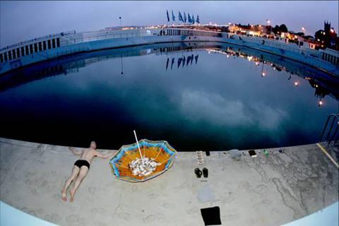 Live art at the pool - umbrella 3