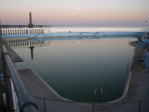 Moon rise over Jubilee Pool