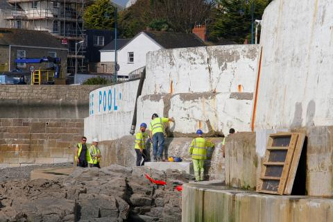 Jubilee Pool repairs: cracks in the wall