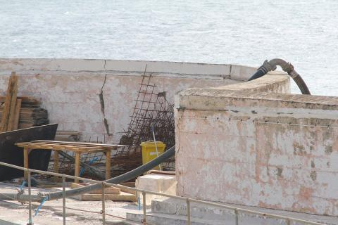 Jubilee Pool repairs: outer wall damage