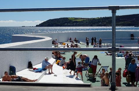 Busy Jubilee Pool through the railings